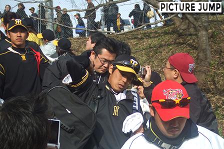 阪神タイガース春季安芸キャンプ 試合後引き上げる選手たち(藤本・坂)