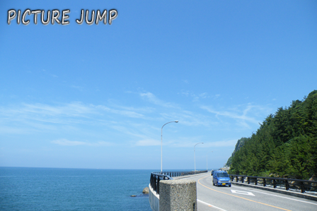 日本海に突き出るような獅子ヶ鼻。国道402号・越後七浦シーサイドライン