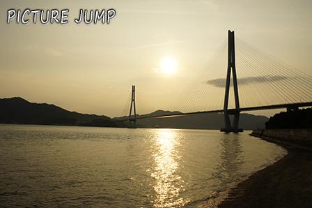 夕暮れ時の多々羅大橋を生口島から撮影