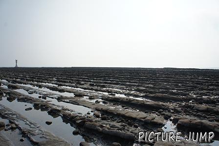 """青島をとりまく珍しい波状岩""""鬼の洗濯板"""""""