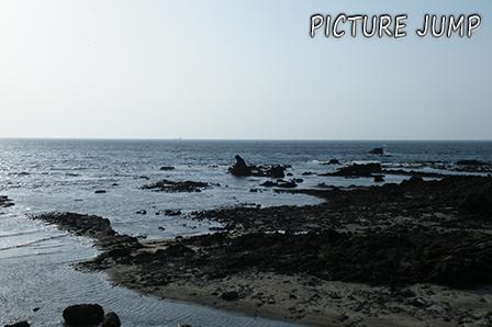 """能登半島の先端に珍しい形をした岩""""ゴジラ岩"""""""