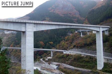 雷電廿六木橋(らいでんとどろきばし)ループ橋を一枚の写真におさめるのは至難の業