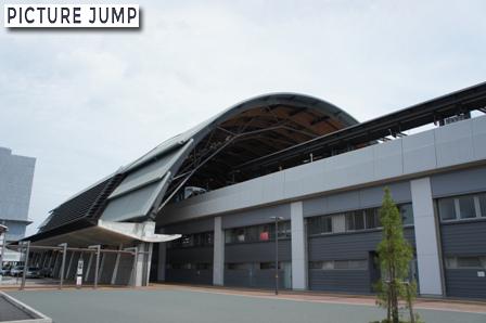 高知駅大屋根「くじらドーム」