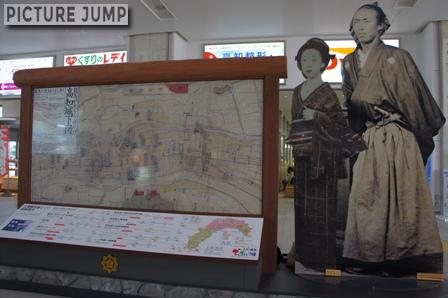 高知駅・竜馬のパネル