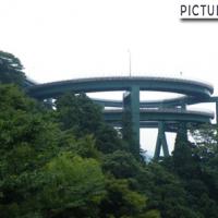 まるまる2回転!高低差45mを繋ぐ、河津七滝(かわづななだる)ループ橋