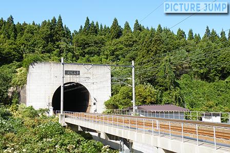 青函トンネルから出てきた特急列車 青函トンネル入口公園