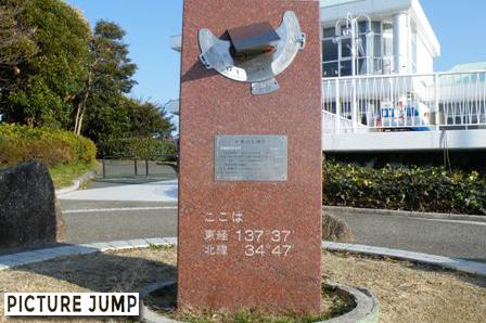 浜名湖サービスエリアにある、緯度経度を示す日時計