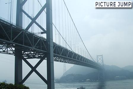 壇ノ浦パーキングエリアにて関門海峡と関門橋の眺望