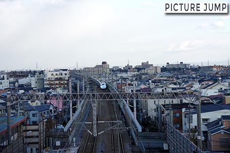 走行中の新幹線が真下を通過する公園!山陽新幹線記念公園