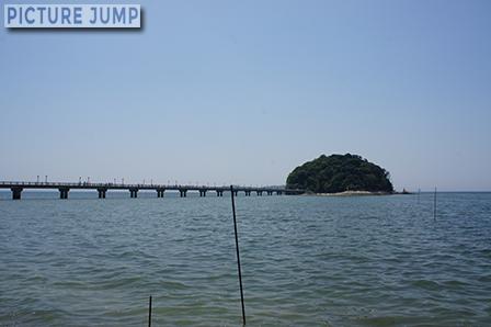 愛知県は三河湾、蒲郡に浮かぶ竹島