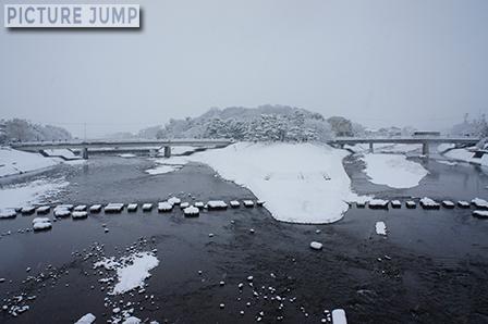 京都鴨川・出町柳デルタの雪化粧