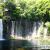 白糸の滝はまさしく連続した白い糸の連なり。滝幅200mにも及ぶ富士山の雪解け水が溶岩壁から湧き出す滝