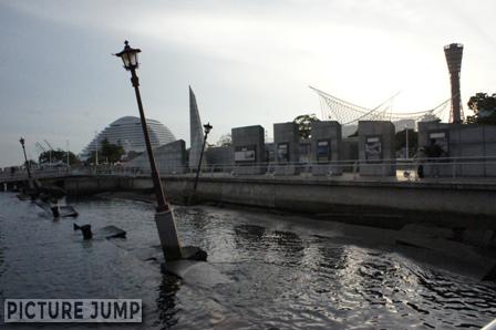 阪神淡路大震災によって被災したメリケン波止場の一部(神戸港震災メモリアルパーク)