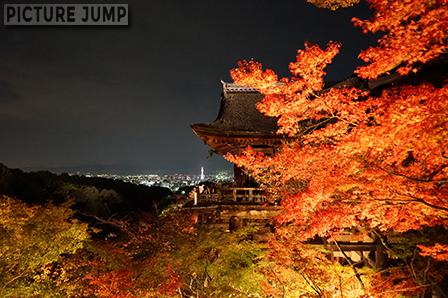 清水寺・本堂の横顔も意外と紅葉ライトアップ