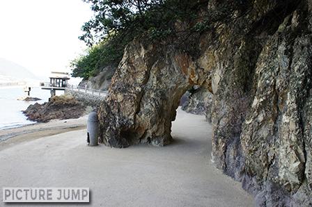 """仙酔島""""くぐり岩"""