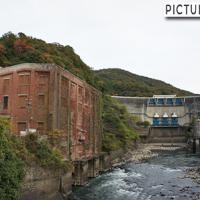 宇治 天ヶ瀬ダムと宇治川沿いに一際目立つ赤レンガの建物・ニュージェック水理実験所