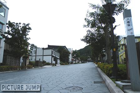 函館山の麓・八幡坂。 函館湾へと真っ直ぐに伸びた270mの一本坂
