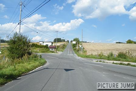 上富良・ジェットコースターの路。激しいアップダウンの繰り返しが約4km続く道