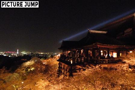 清水の舞台と京都市内の夜景を撮影