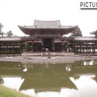 世界遺産・平等院鳳凰堂。阿字池に映る逆さ鳳凰堂を撮影するには広角レンズが必要